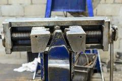 为接合钢缆绳的机械工具 免版税库存照片