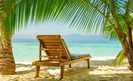 为放松做准备在海滩 免版税库存图片