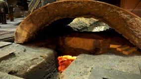 为有溶解的钢里面的,重工业概念鼓风炉关闭  有熔融金属的冶金植物 免版税库存照片