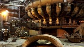 为有钢水里面的,重工业概念鼓风炉关闭  机械和工作者的 股票视频