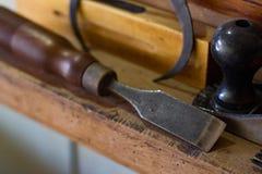 为木材加工的老工具 库存照片