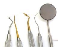 为清洗牙和检查龋的牙齿工具 库存图片