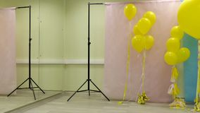 为照片vido射击做准备 有气球的设计演播室 影视素材