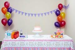 为生日聚会布置的表 库存图片