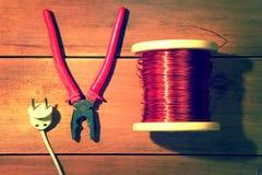 为电修理的工具  工业葡萄酒 库存照片