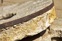 为研玉米使用的早期的美国磨石在墨西哥边界附近 免版税库存图片