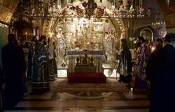 为祷告服务在圣墓教堂 免版税库存照片
