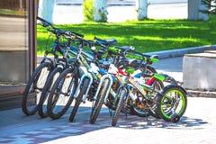 为租务停放的几辆自行车 图库摄影