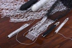 为编织渔网的工具 免版税库存图片
