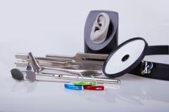 为耳鼻喉科的医生的医疗仪器 免版税库存图片