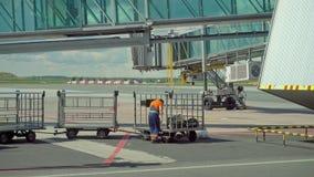 为航空器喷气机引擎服务在机场 影视素材