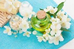 为芳香疗法和按摩设置的温泉治疗 免版税库存图片