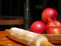 为苹果饼准备 免版税库存照片