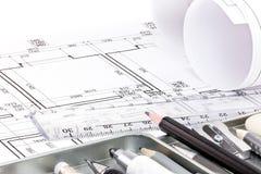为设计师的不同的绘图工具建筑图画的  免版税库存图片