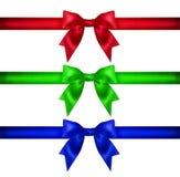 为设计设置 红色蓝绿色圣诞节丝带,弓,礼物 库存照片