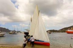 为赛船会装配的一条当地做的传统风船 库存照片