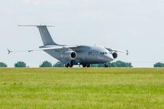 为起飞军事运输航空器安托诺夫An-178做准备 库存图片