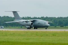 为起飞军事运输航空器安托诺夫An-178做准备 免版税图库摄影