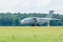 为起飞军事运输航空器安托诺夫An-178做准备 免版税库存图片