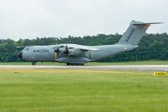 为起飞军事运输航空器空中客车A400M地图集做准备 免版税库存照片