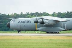 为起飞军事运输航空器空中客车A400M地图集做准备 免版税图库摄影