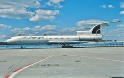 为起飞宣扬乔治亚图波列夫图-154 4L-85558 taxiig在莫斯科,俄罗斯 免版税库存图片