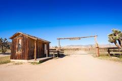 为马赶入围栏在西部先驱镇 免版税库存照片