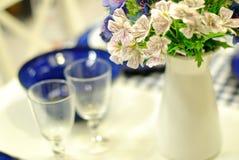 为活动当事人或结婚宴会布置的表 免版税库存照片