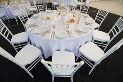 为结婚宴会布置的花梢桌 库存图片