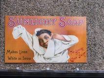 为他的肥皂注意在口岸阳光下,在1888年创造由他的阳光肥皂厂工作者的威廉Hesketh杠杆 库存图片