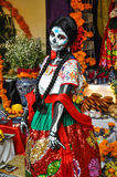 为Dia假装的妇女de los Muertos,普埃布拉,墨西哥 图库摄影