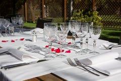 为dinning的室设定的高雅桌 免版税库存图片