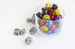为dnd,打比赛和棋的角色切成小方块在玻璃 免版税库存图片