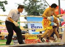 为PABA超次轻量级的拳击选手冠军的战斗 免版税库存图片