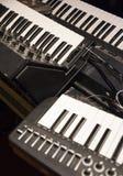 为pychedelic音乐的老合成器仪器 免版税库存图片