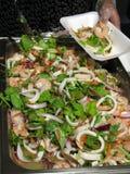 主厨沙拉海鲜服务 免版税库存图片