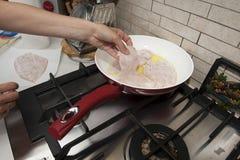 主厨鸡烹调 免版税库存图片