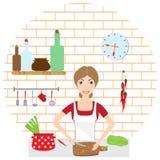 主妇在一个舒适厨房烹调 免版税库存照片