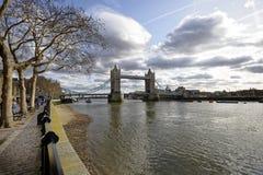 主导的眼睛向伦敦桥 库存图片