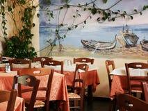 主持餐馆表 免版税图库摄影