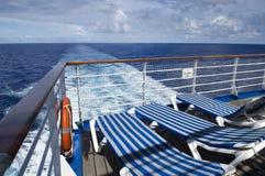 主持lifebuoy的甲板 免版税库存图片