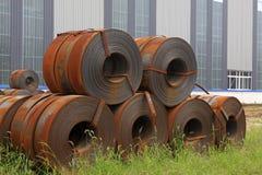 主街上钢原材料在工厂 免版税库存图片