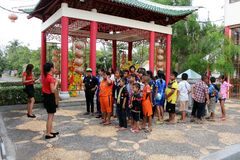 主要学生听着关于实践,当逗留从专家时的泰中文化中心 库存图片