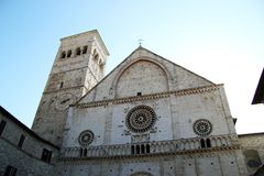 主要教会的门面在阿西西,意大利 库存照片