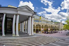 主要柱廊在小西部漂泊温泉镇Marianske Lazne Marienbad -捷克 图库摄影