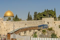主要装门和老城市的堡垒墙壁的耶路撒冷 免版税库存照片