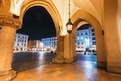 主要集市广场夜视图在克拉科夫 克拉科夫是一个最美丽的城市在波兰 库存照片