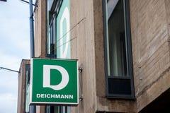 主要Deichmann商店的商标在贝尔格莱德 Deichmann是一双主要德国鞋子,并且运动服零售连锁在巴尔干传播 免版税库存照片