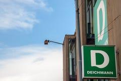 主要Deichmann商店的商标在贝尔格莱德 Deichmann是一双主要德国鞋子,并且运动服零售连锁在巴尔干传播 库存照片