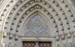 主闸,哥特式宽容大教堂门面巴塞罗那卡塔龙尼亚 免版税库存照片